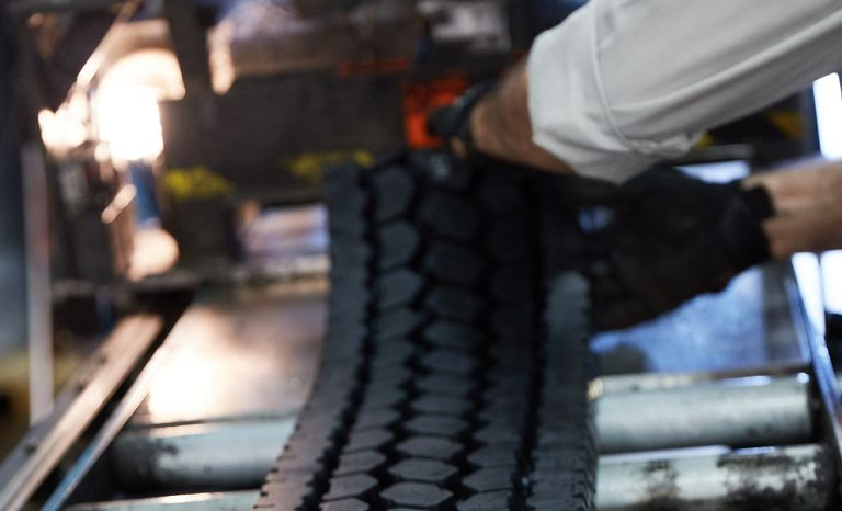 Commercial tire, retreading sectors on solid footing