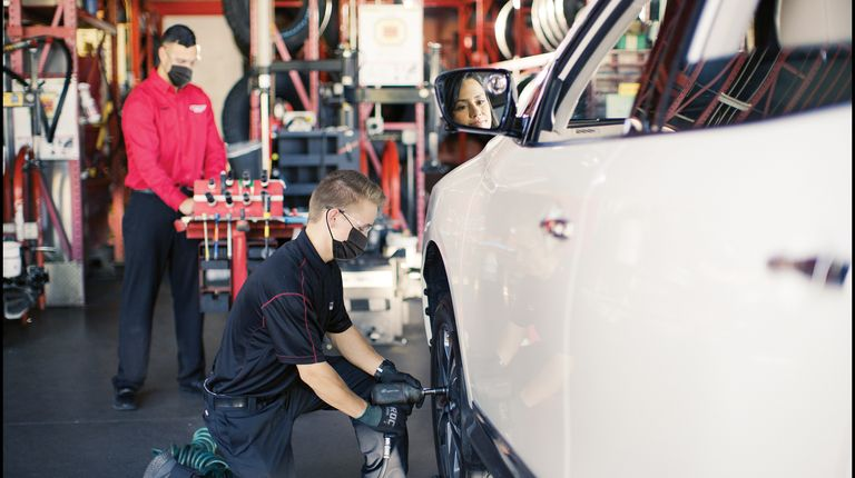 Discount Tire looks to expand passenger fleet service business