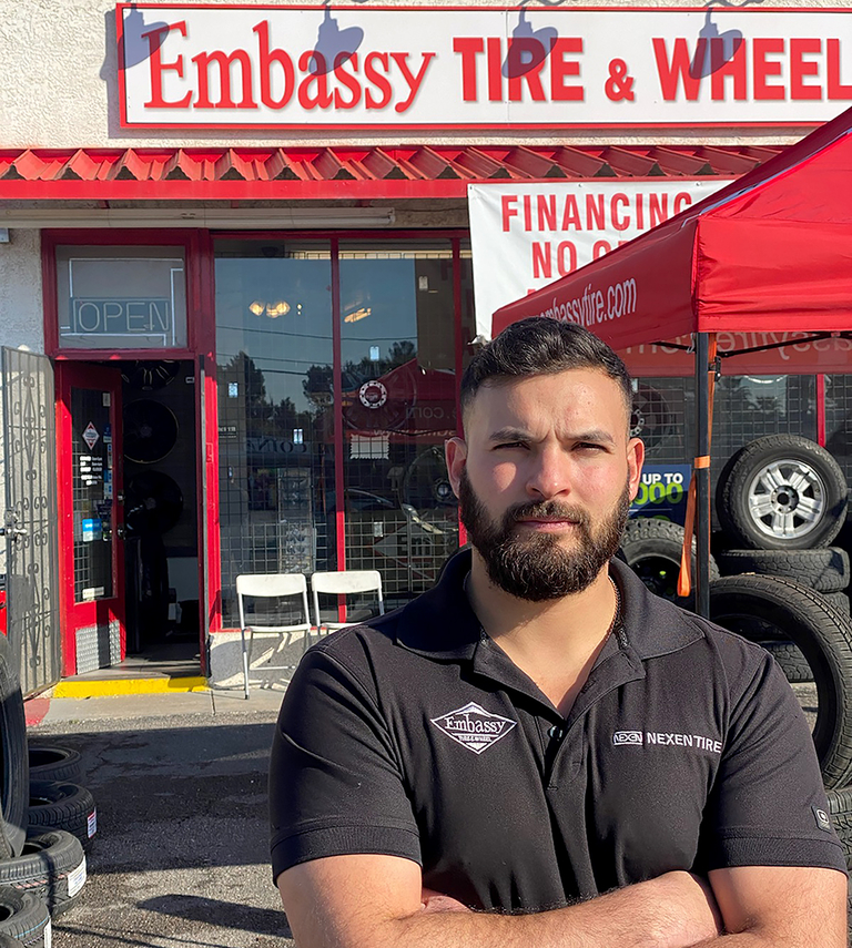 Arizona tire shop manager helps save man's life